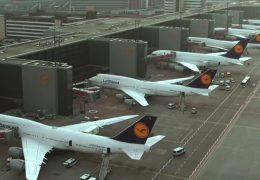 Flugbegleiter-Gewerkschaft droht mit neuen Streiks