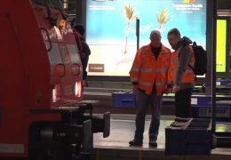 Regionalexpress fährt auf Prellbock