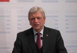 Volker Bouffier nach der gemeinsamen Videokonferenz mit der Kanzlerin