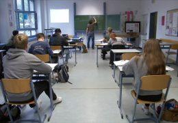 Angekündigter Regelbetrieb an Hessens Schulen stößt auf Kritik