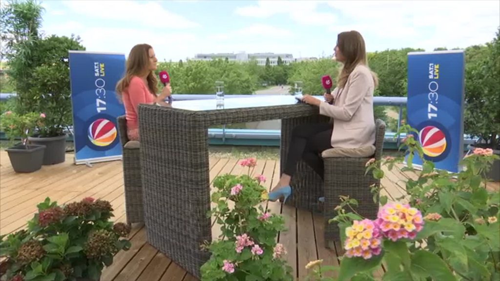 Das 17:30-Sommerinterview – zu Gast auf der Dachterrasse: Janine Wissler