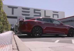 Tesla steigt bei Autozulieferer in Neuwied ein