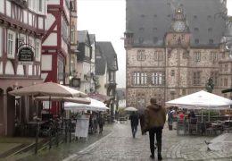 Kreis Marburg-Biedenkopf: Wirtin klagt erfolgreich gegen Sperrstunde
