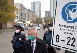Frankfurter Oberbürgermeister auf Maskenkontrolle