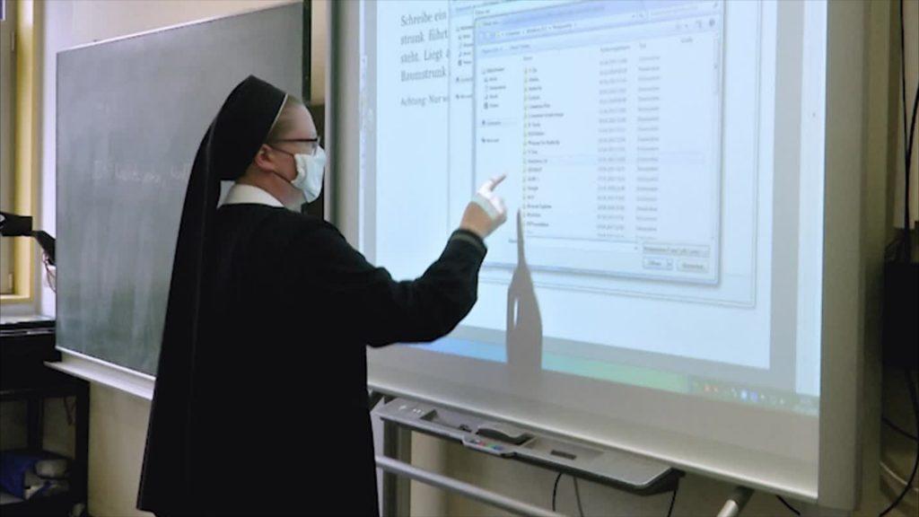 Ordensschwester Christamaria - die beste Lehrerin für naturwissenschaftliche Fächer