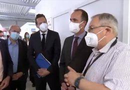 Gesundheitsminister besucht Impfzentrum