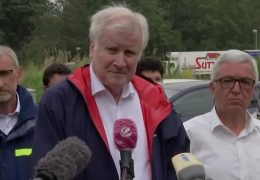 Seehofer besucht Katastrophengebiet