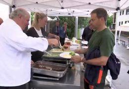 Sternekoch kocht für Anwohner und Helfer im Hochwassergebiet