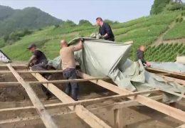Dachdecker aus ganz Deutschland helfen im Ahrtal