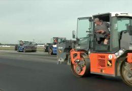Landebahn auf dem Frankfurter Flughafen wird saniert