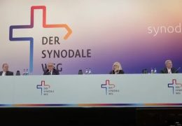"""Auftakt des """"Synodalen Weges"""" von Protesten begleitet"""