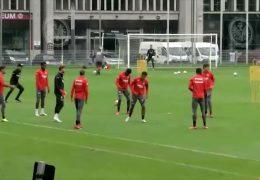Eintracht Frankfurt feiert den Sieg gegen die Bayern