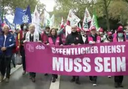 Vor den Tarifverhandlungen im öffentlichen Dienst: Protestaktion in Wiesbaden